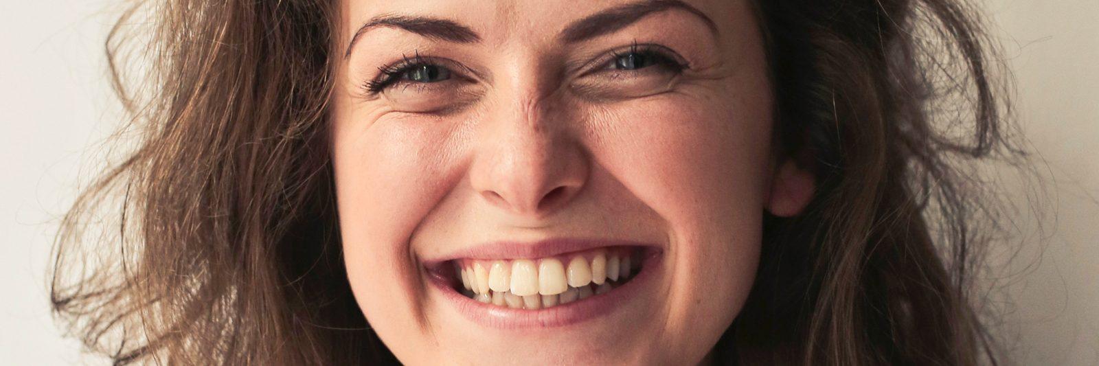 Naturlig hvide tænder er flotte tænder, og det er sådan kunstige tænder bør designes