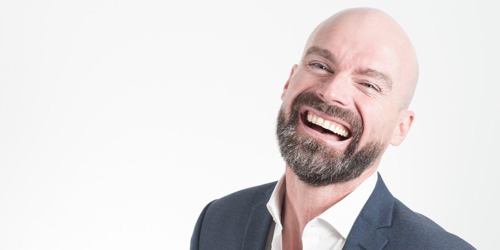 Tænder har en anatomi og struktur, der medvirker til at give tænderne deres udseende